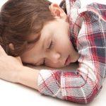 目の前で子供が貧血で倒れたら、どんな風に対処したらいいの?