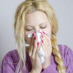 鼻水が緑色に?!考えられる原因や対処法は?