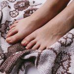 何で足の甲だけかゆい?!原因とかゆみを抑える対処法まとめ